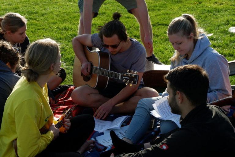 Jugendliche singen   Jugend Fulda
