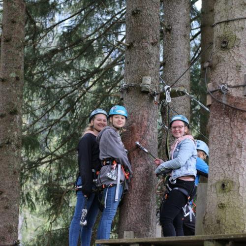 Teens im Hochseilgarten - Young Days   CBG Fulda Kohlhaus